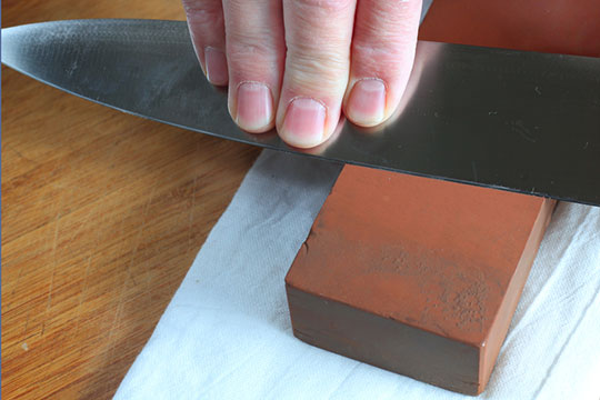 use-stones-to-sharpen-knives